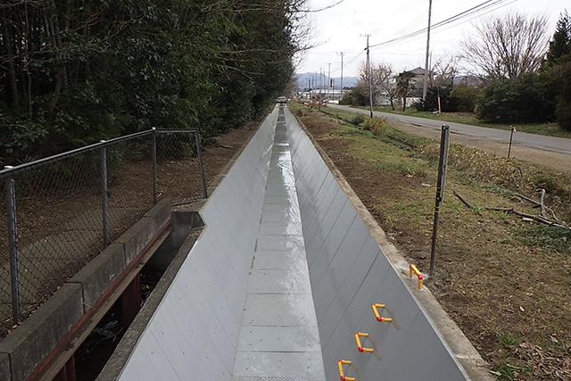 荒川中部農業水利事業 左幹線水路補修その2工事